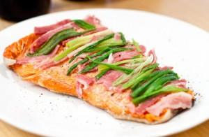 Salmone con scalogno e pancetta